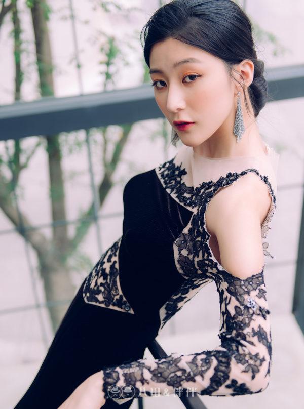 黑色長袖手工蕾絲晚禮服 | 八田伴伴